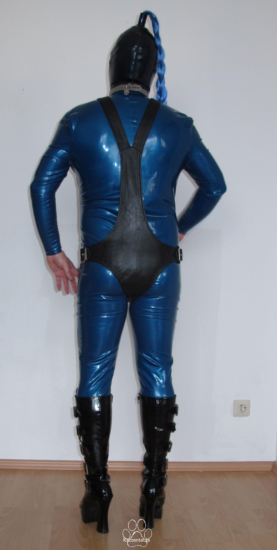 Anzug mit schwarzem Lederbody