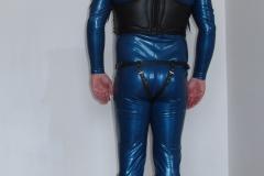Anzug mit schwarzen Lederset