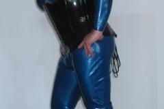 Anzug mit Korsett und Maske