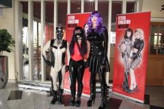 Jessica Heel & Kitty Klatsch und ich im Foyer