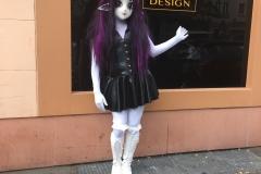 Yuki in ihren neuen Latexsachen