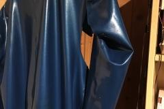 defekter Anzug von hinten