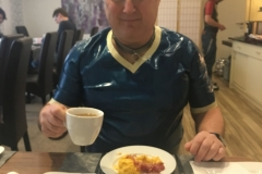 Frühstück im Rubber-Hotel