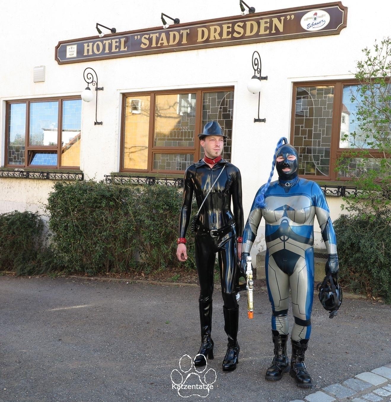 Klaus und ich vor dem Hotel Stadt Dresden