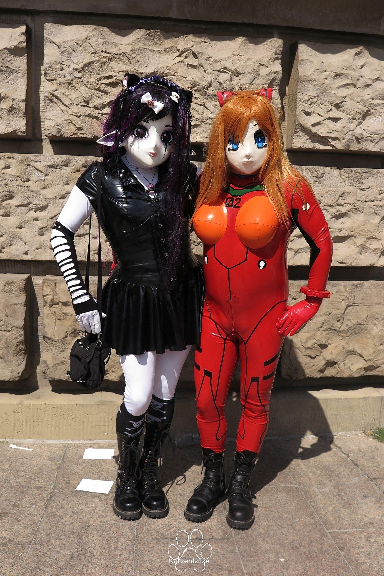 Yuki und Asuka vor dem Wasserturm
