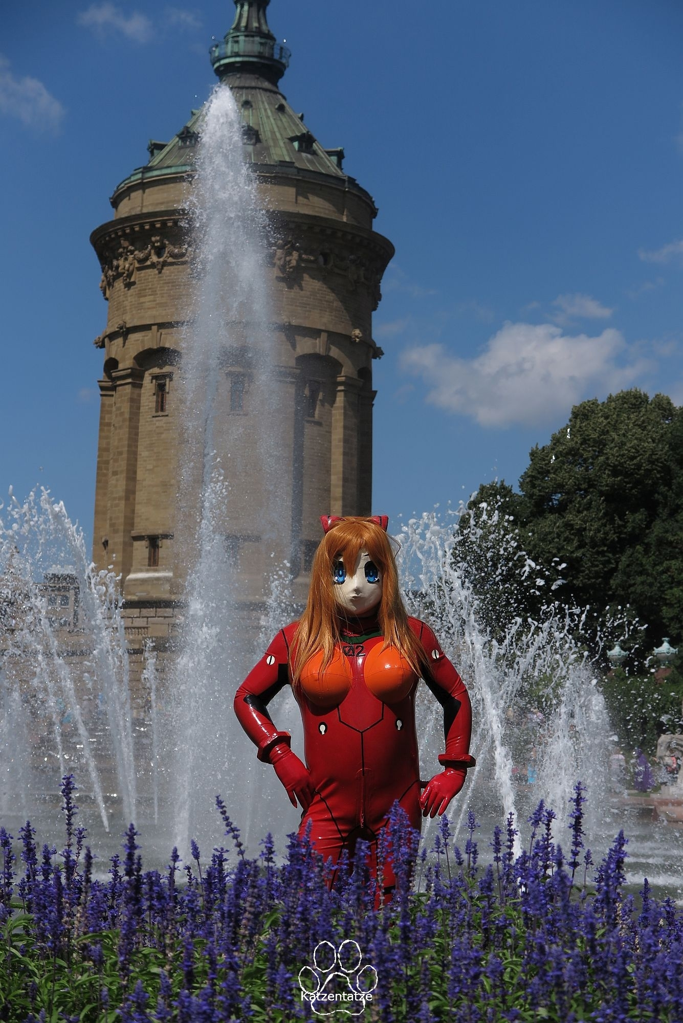 Asuka in Angesicht des Wasserturms