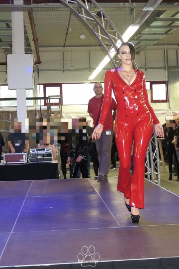 llde Saxe Latex Modenshow mit Model Miss Lupa