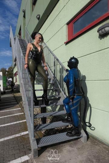auf der Treppe mit Model Miss Lupa