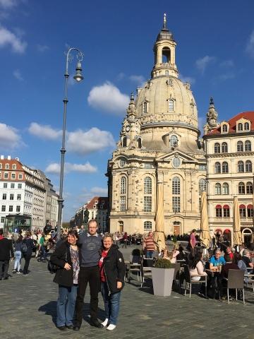 vor der Frauenkirche mit Beatrix, Petra und Michael