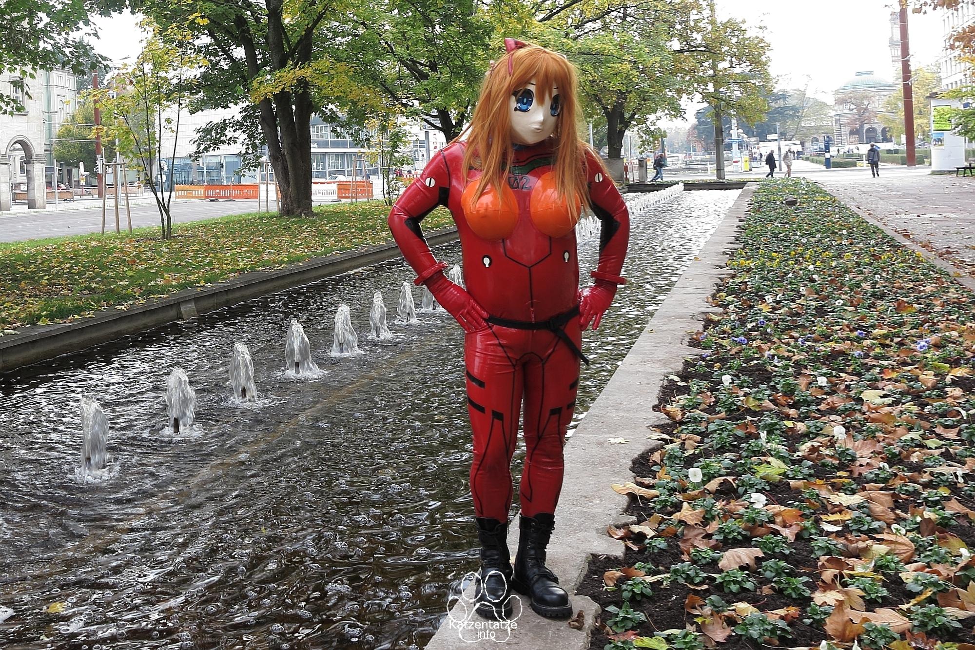 Asuka draußen in Karlsruhe