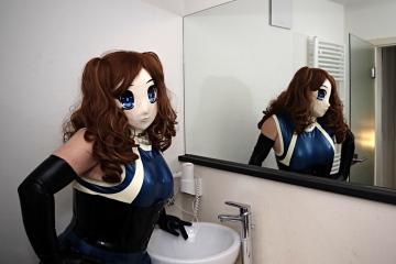 Asuka Akira Kig im Hotel