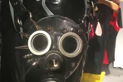 Glanzglück Gasmaskenhandtasche