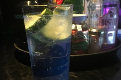 Ginverkostung, man beachte die Gurkenscheiben
