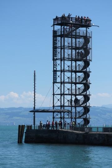 Aussichtsplattform am Hafen