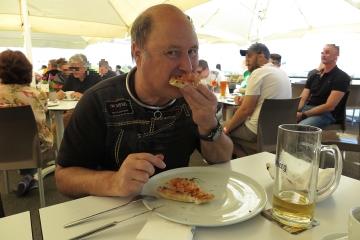mir schmeckt meine Pizza