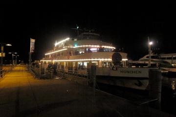 das Schiff am Kai