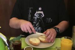 Daniel Seitzbereit beim Frühstück