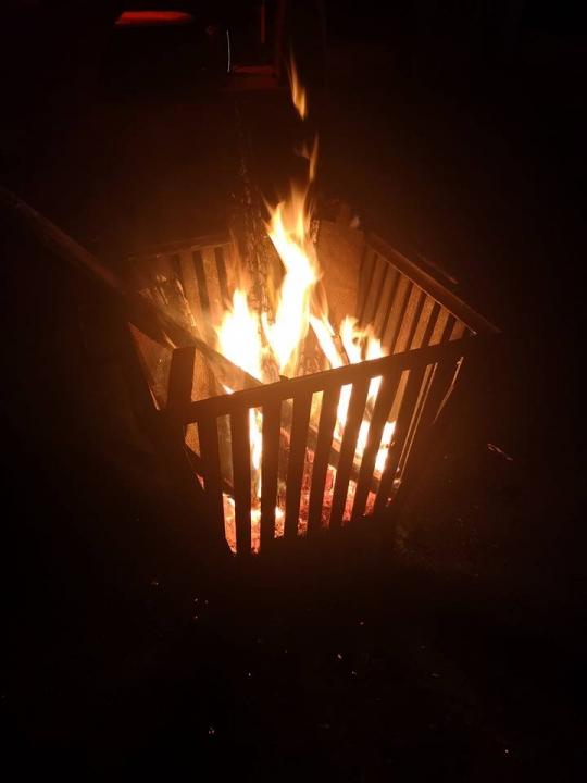 Feuerkorb im Gutshof