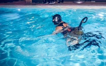 Latex_Matroschka im Pool 2
