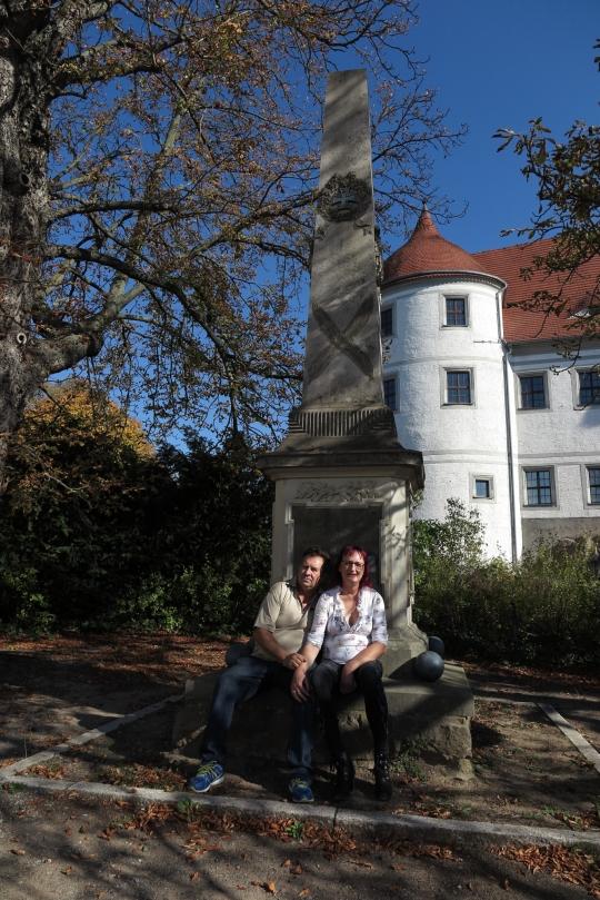 vorm Schloss mit Viktor