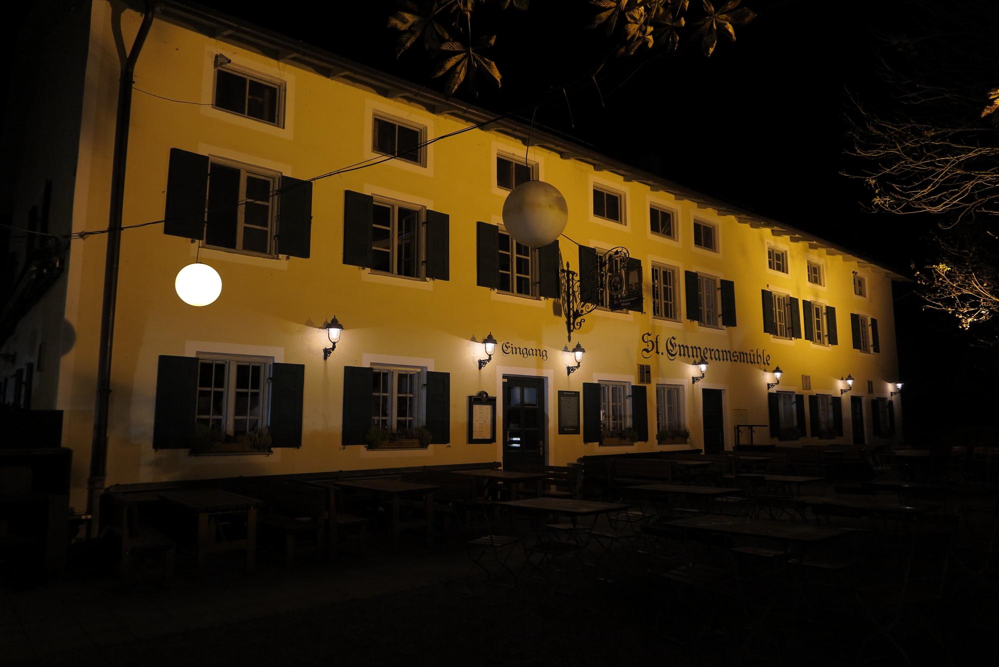 Sankt Emmeramsmühle bei Nacht