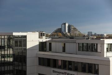 Blick aus  dem Hotelfenster auf die Alpen