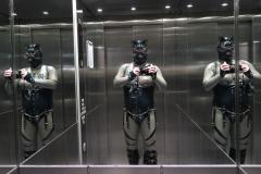 im Fahrstuhl