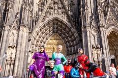 Abschlussfoto vor dem Dom mit Contessa Kali