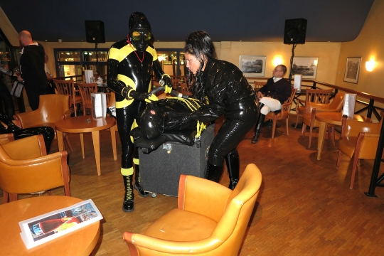 Rubbersteinl in der Bar