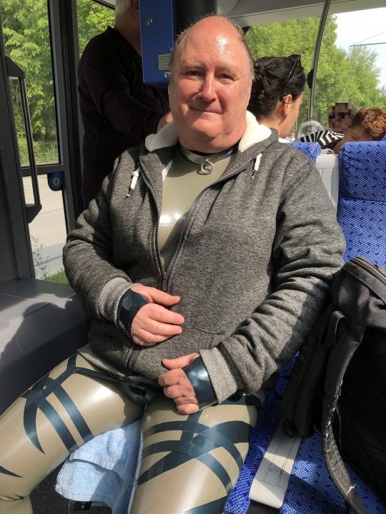 Bild in der Straßenbahn