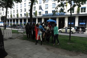 Los Kinder, Shooting am Bayrischen Hof