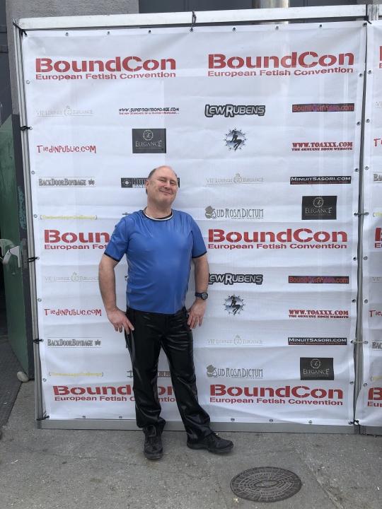 Katzentatze vor der BoundCon