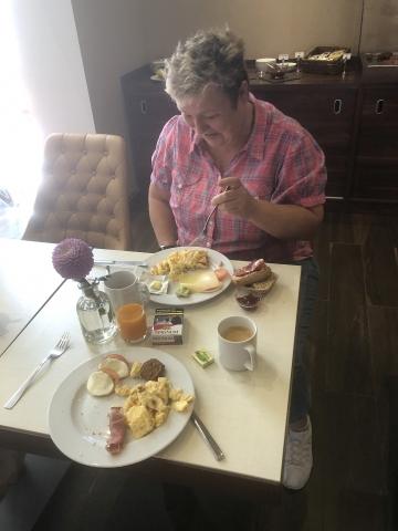es gibt Frühstück