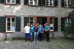 Gruppenbild vor der Papiermühle