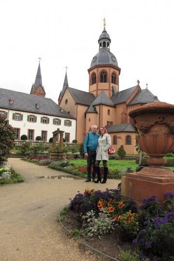 Susi und Manfred in Seligenstadt,Klostergarten