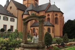 Susi in Seligenstadt, Klostergarten