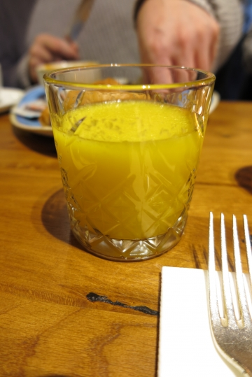 Frühstück im Wasserschloss