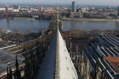 Blick über die Dächer des Domes Richtung Rhein