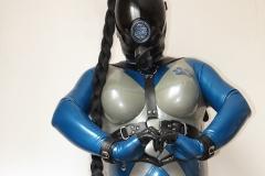 (W2) ein Alien im Fantastic Rubber Temptation und MSA-Maske