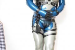 ein Alien im Fantastic Rubber Temptation und MSA-Maske