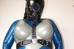 (W) ein Alien im Fantastic Rubber Temptation und MSA-Maske
