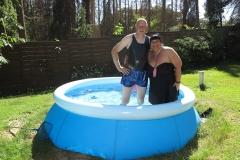 Mannomann und Eva im Pool