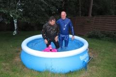 Viktor und Mannomann im Pool