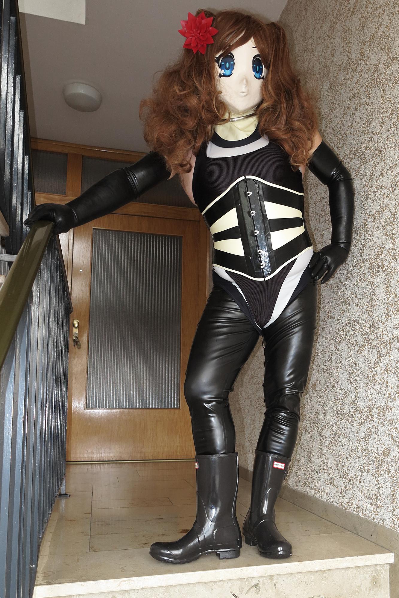 Asuka Akira Kig im schwarz-weiss Body