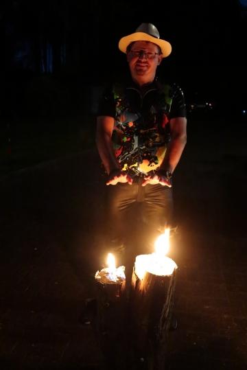Daniel am Feuer