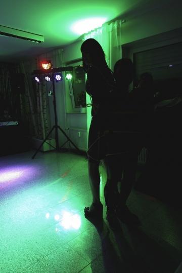 Bondage auf der Tanzfläche mit Yuki