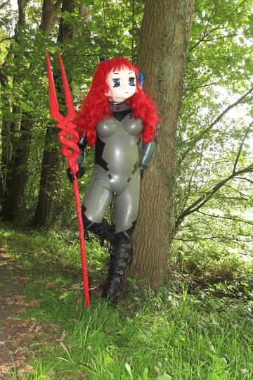 Majikku Kig als NGE Girl mit Speer des Longinus