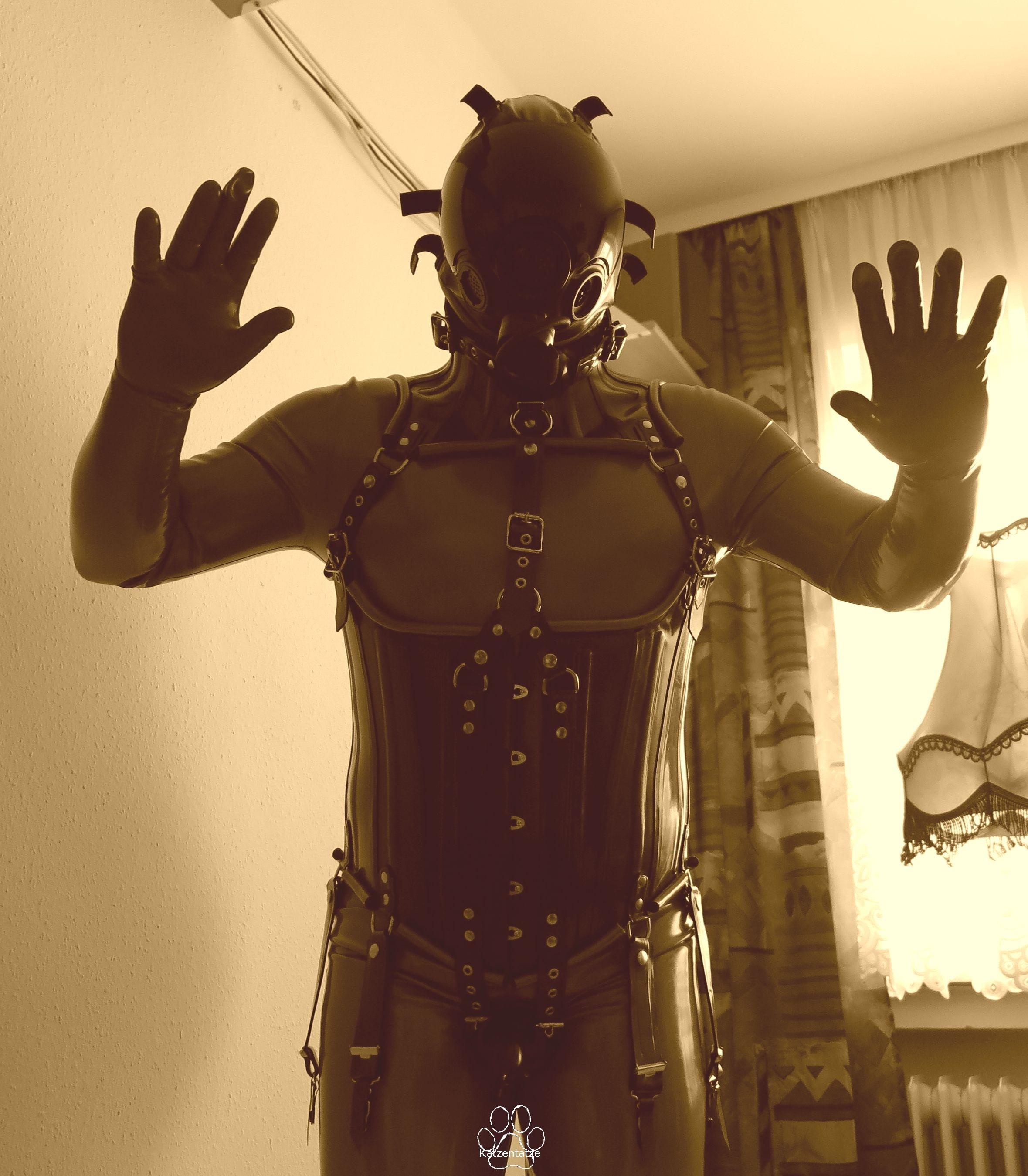 HWDnc 12, Cor 13, Kondomsuit und MSA Millennium Maske, Sephia